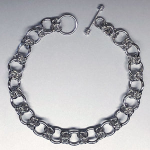 Seaxwolf Colleen is our unique fine handcrafted 925 sterling silver Byzantine III chain bracelet variation.