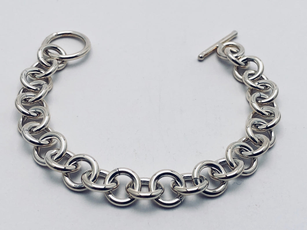 Seaxwolf chunky fine single link chain bracelet for men and women in solid 925 sterling silver from handmade links and handcrafted toggle clasp.