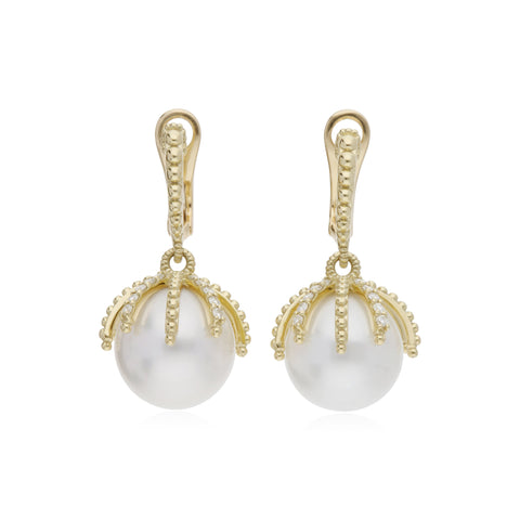 RIPKA Bella Pearl Claw Earrings