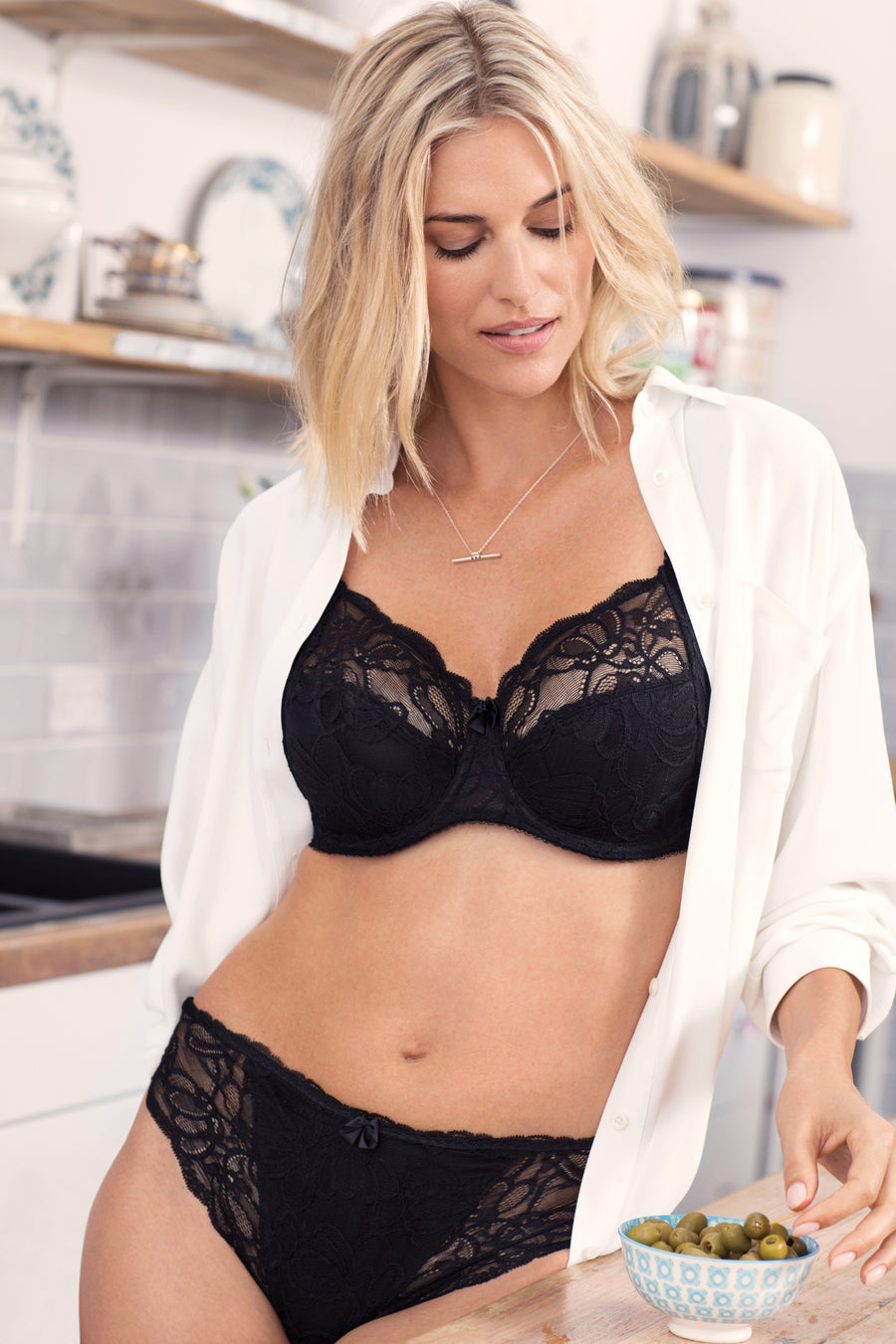 Jacqueline Lace Black Uw Full Cup Bra With Side Support
