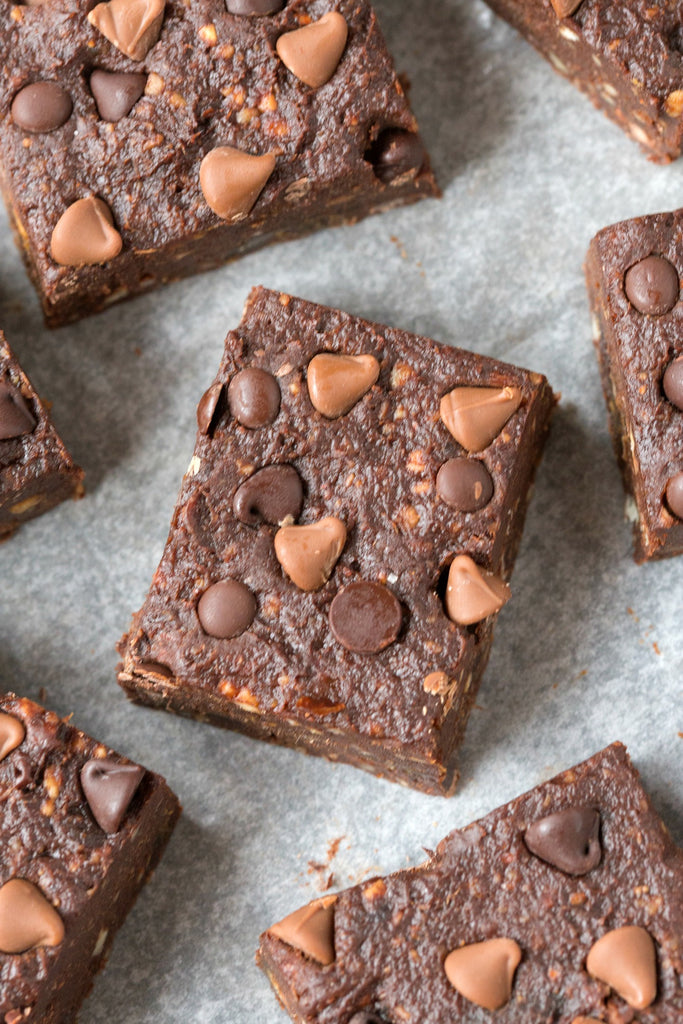 5 Ingredient Raw Date & Almond Brownie Bars
