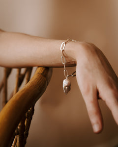 The Tear Drop Pearl Bracelet Silver