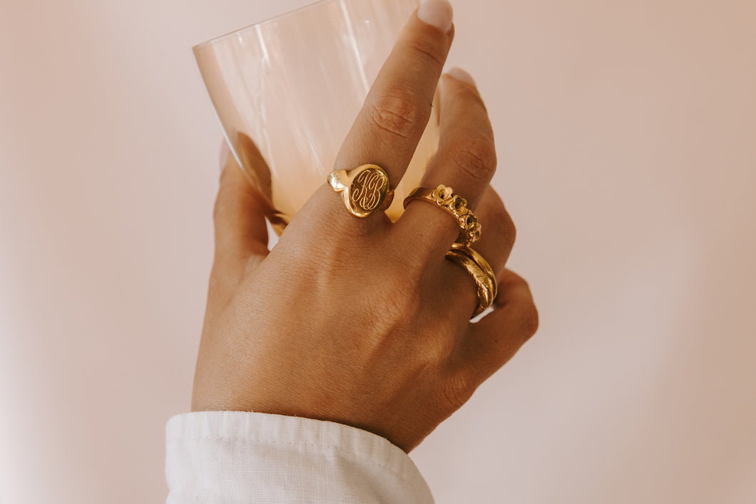 The Classic Signet Ring Gold