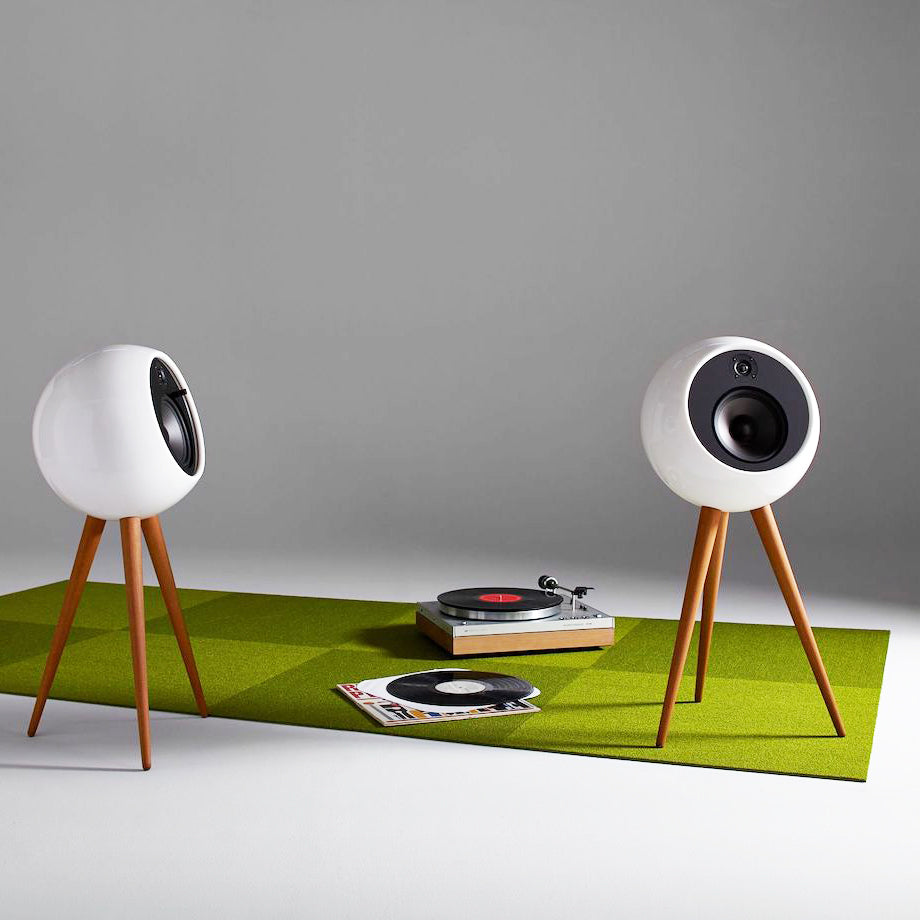 Wireless stylisdh retro speakers with vinyls and recorder