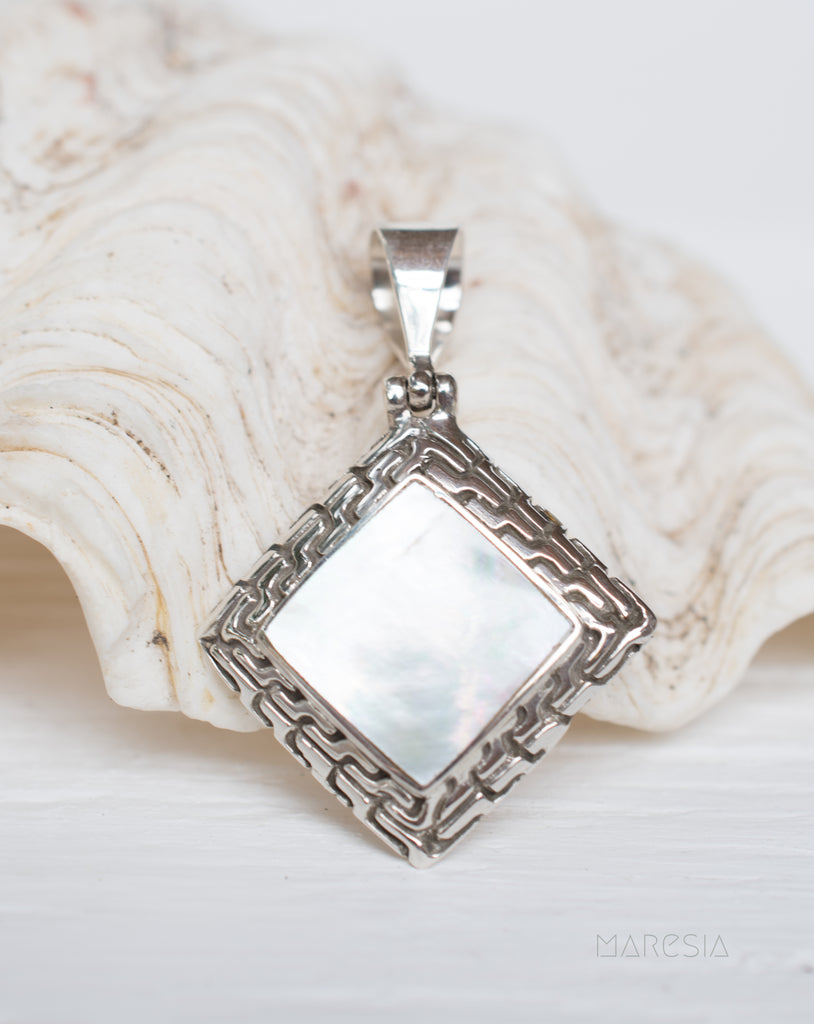 Pendant ~ Abalone or Mother of Pearl ~ Sterling Silver 925 ~SMP008