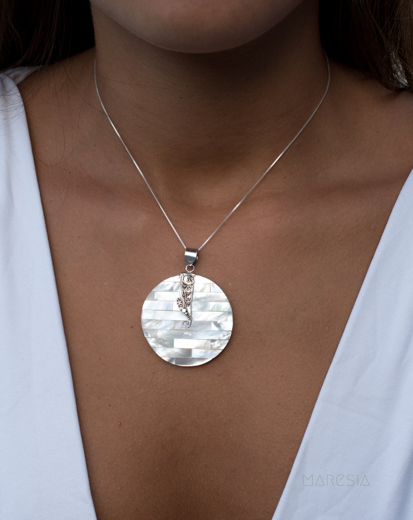 Pendant ~ Mother of Pearl ~ Sterling Silver 925 ~SMP025