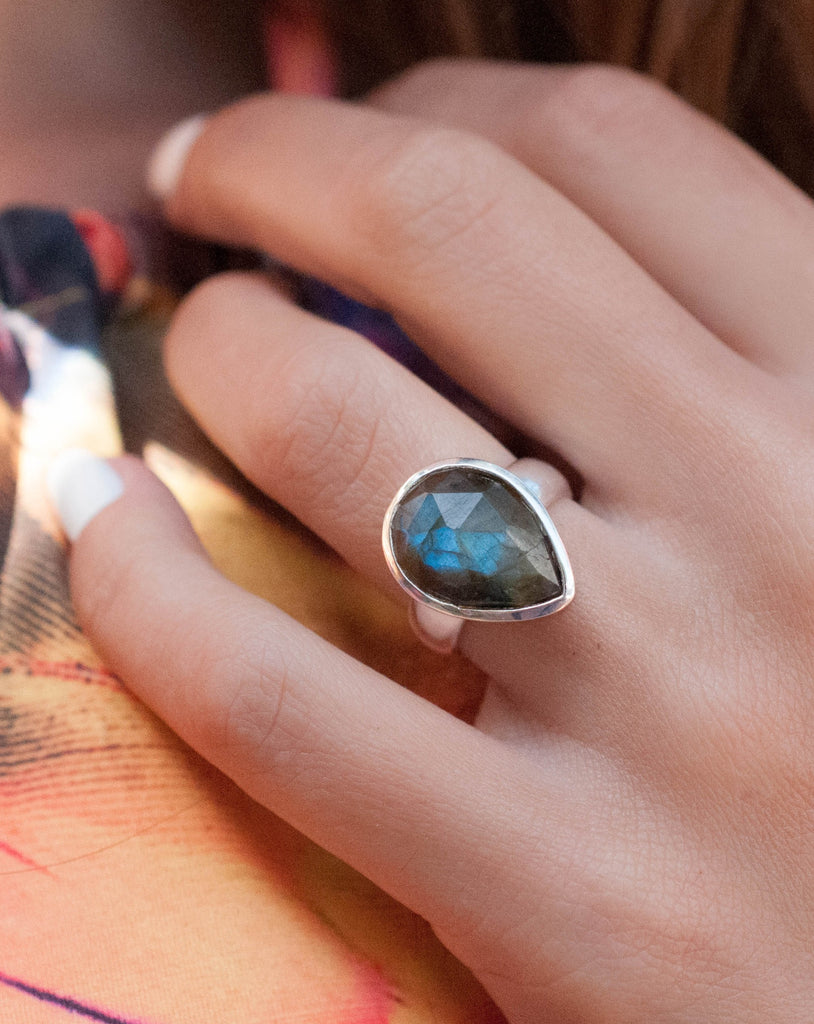 Pitangueiras Rainbow Labradorite Ring ~ Sterling Silver 925 ~MR027 - Maresia Jewelry