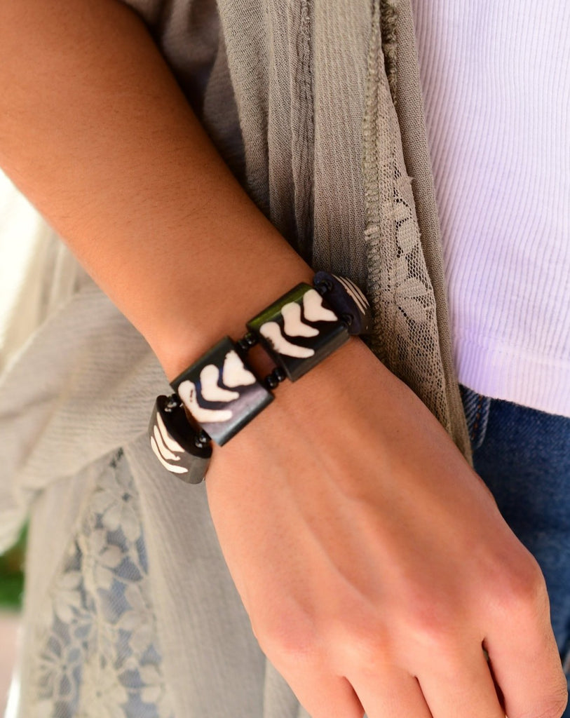 Cow Horn brown and white Elastic Bracelet ~LB038
