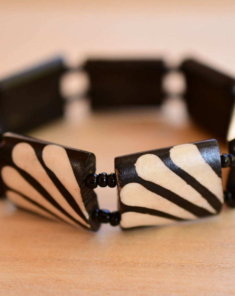 Cow Horn brown and white Elastic Bracelet ~ LB039