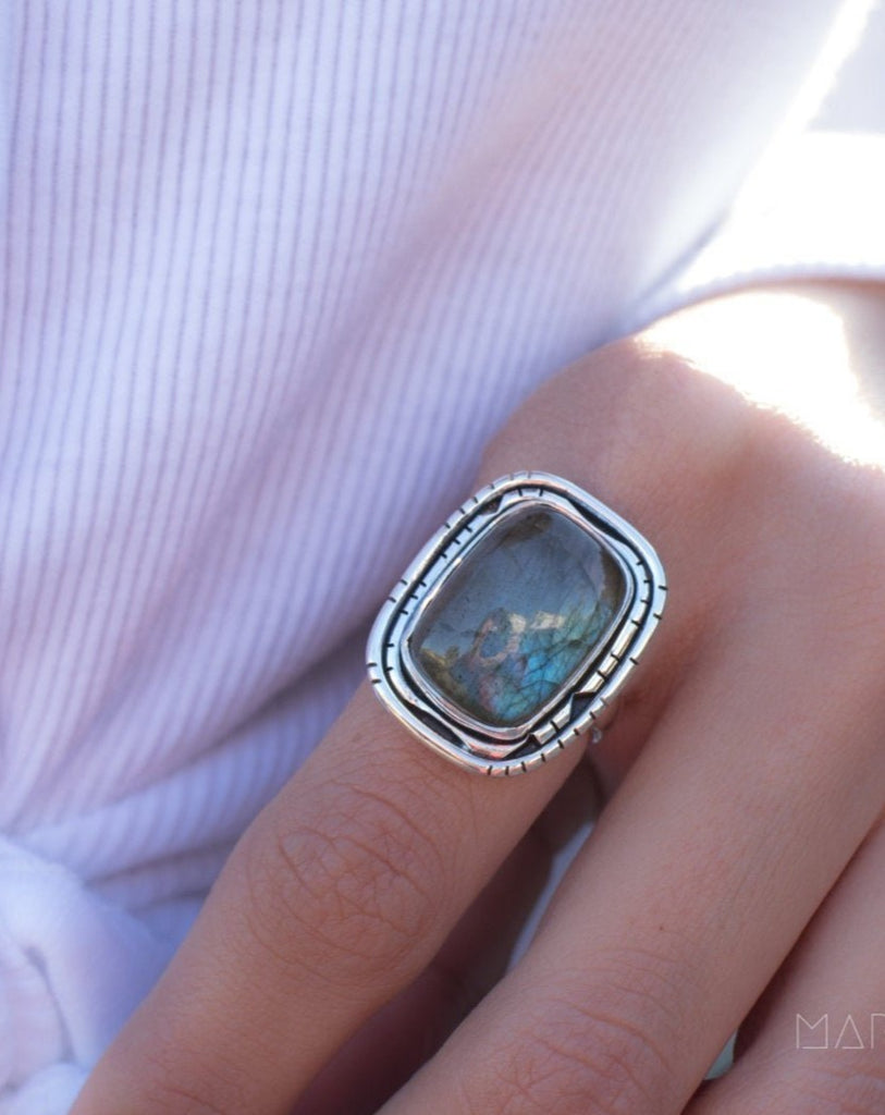 Rainbow Labradorite Rectangular Ring ~ Sterling Silver 925 ~ MR179 - Maresia Jewelry