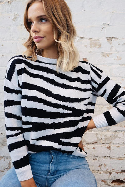 Luna zebra knit in white and black
