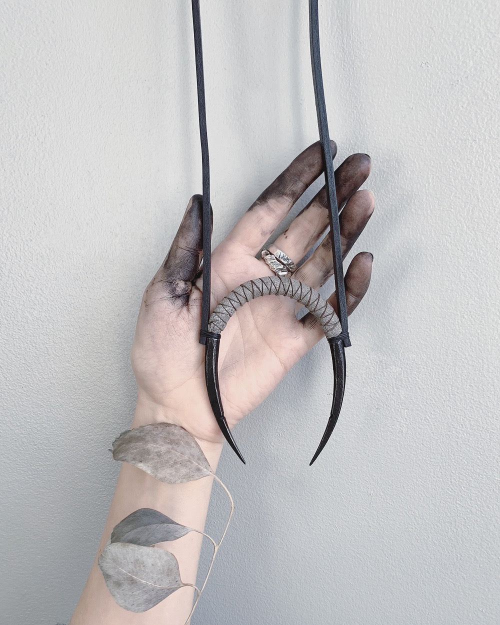 CURVED IRON NECKLACE