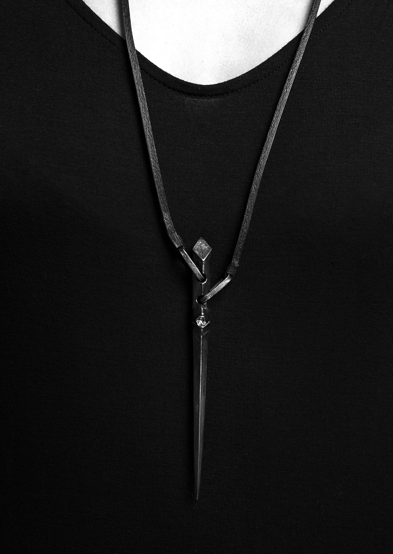 SINGLE SPEAR NECKLACE