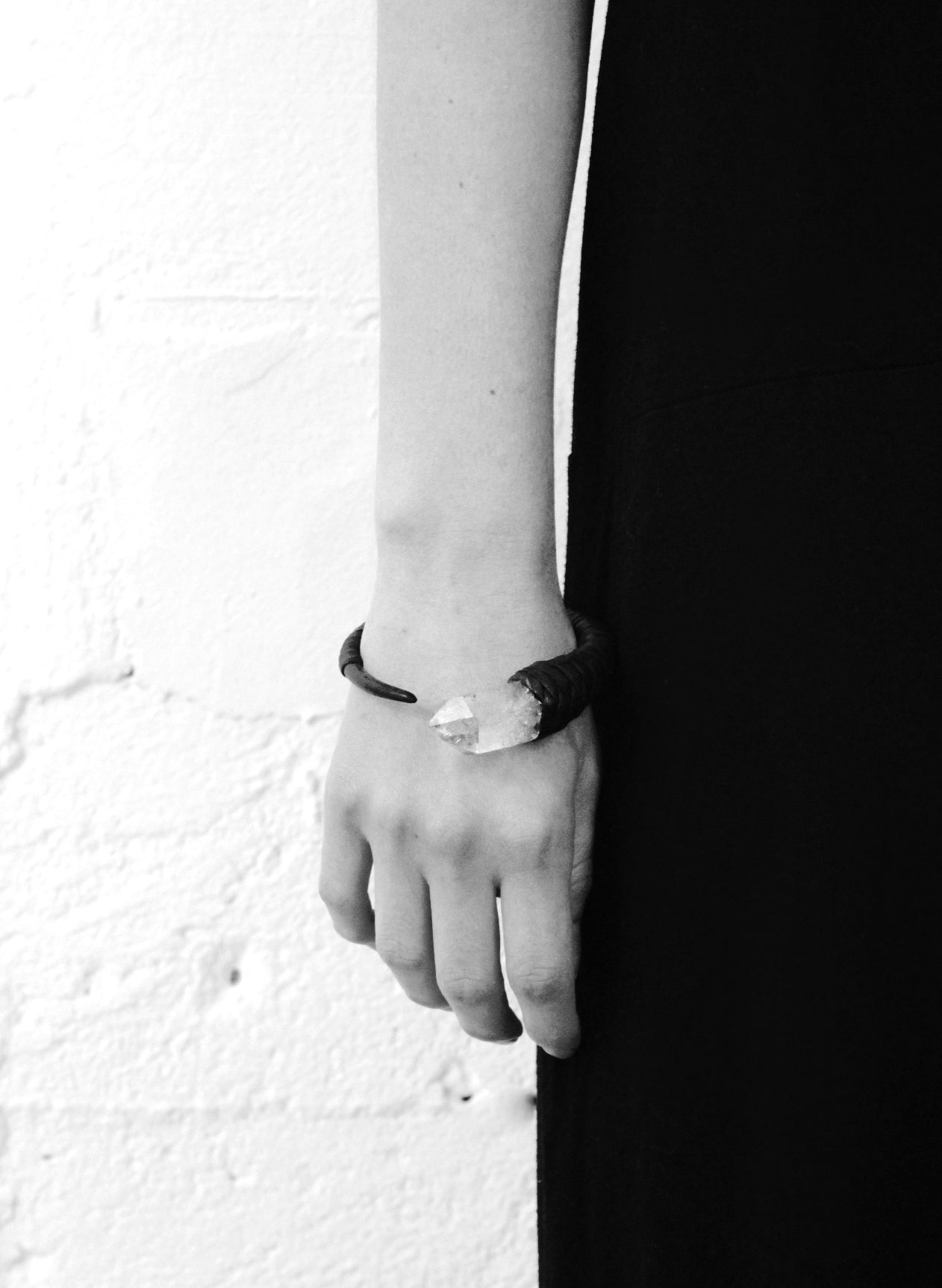 QUARTZ ARM CUFF/NECKLACE