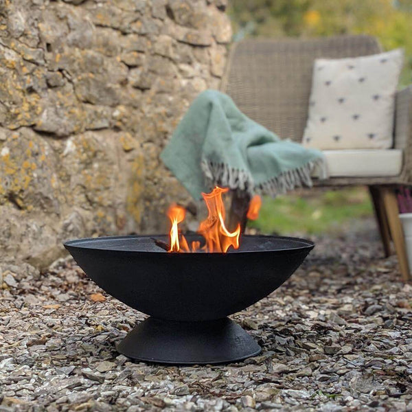 Hoole Cast Iron Fire Pit with Removeable Grill & Metal Poker - Gardenesque