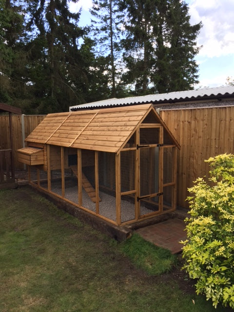 Super Sandringham 6 to 14 hens Chicken Coop Walk In Design - FREE DELIVERY