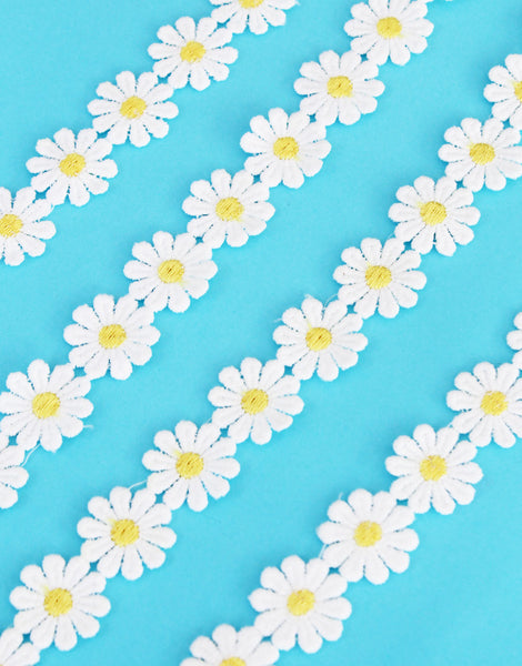 Daisy Trimming White with Yellow Centres