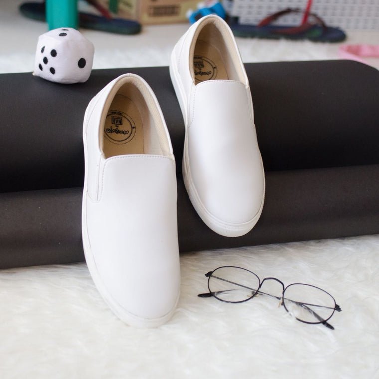 Dresssofia White Slip On