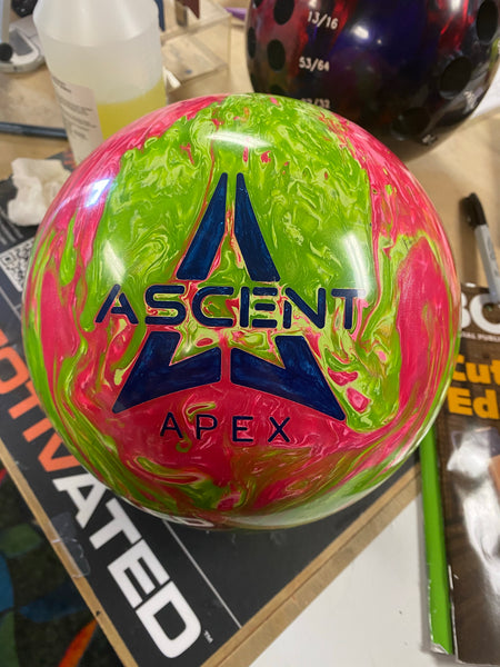 USED Motiv Ascent Bowling Ball 14lbs