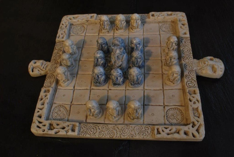 OGOWNA CELTIC CHESS GAME - TheIrishShop