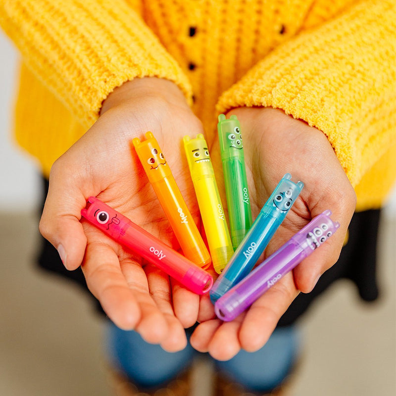 OOLY Mini Monster Highlighters in child hands