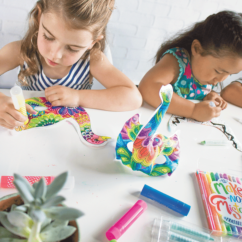 Girls coloring in 3D Colorables birds