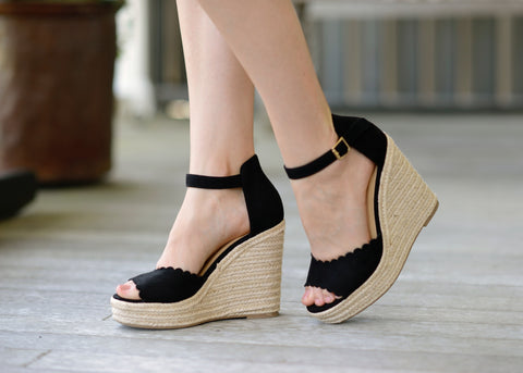 Black SCALLOPED Wedge Espadrilles 😍