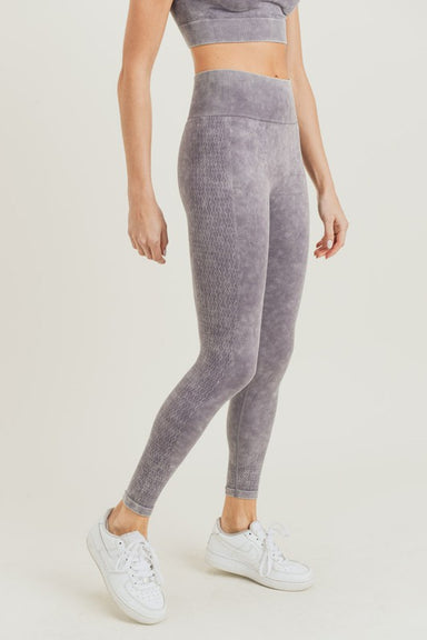 These seamless high waist leggings feature an all-over mineral-wash finish, as well as sleek wavelength accent that goes from just under the waistband all the way down to the ankles. Constructed with a four-way stretch fabric and high waist band for added support and tummy control.