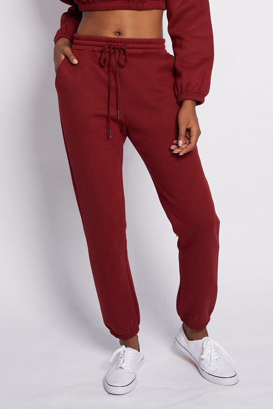 Solid long sweat pants with pockets.