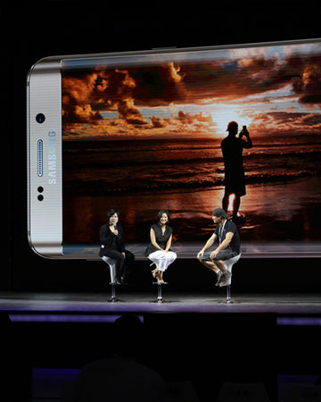 Peter Lik on stage in Shanghai, China during launch of Samsung Galaxy 6+ in 2015.