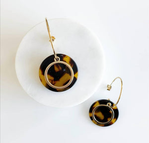 Load image into Gallery viewer, Gold Circle Tortoise Earring