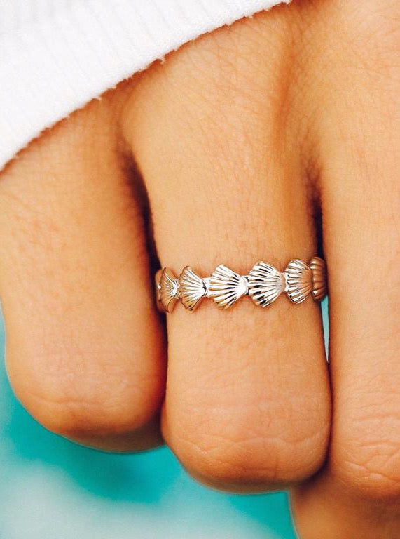 CLAM SHELL BAND RING