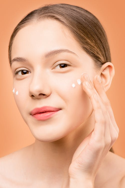 How A Retinol Cream Can Help with Fine Lines and Wrinkles