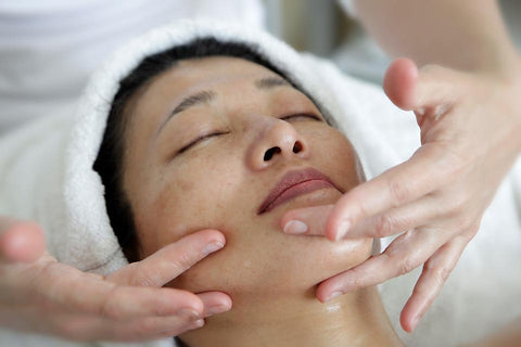 5 Anti-Aging Massages to Go with Your Natural Anti-Aging Products