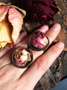 Dried rose ring with glass dome