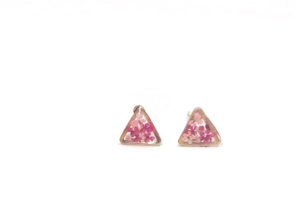 HEI THERE | MINI TRIANGLE EARRINGS (CARMINE, PINK) | H292