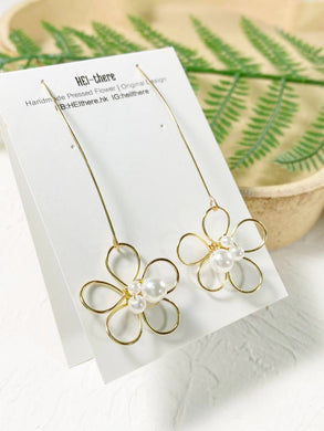 HEI THERE | The Pure Garden Earring | White