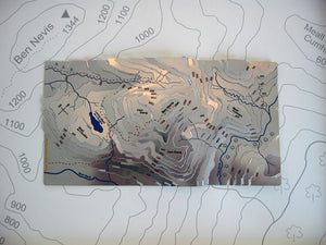 Ben Nevis Wapenmap stainless steel contoured map features a walk to the summit of Ben Nevis. Meall an t-Suidhe, Carn Dearg and Lochan Meall an t-Suidhe, Meall Cumhann and River Nevis.