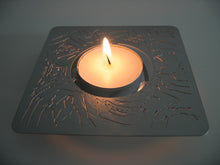 example showing a 3d candle lit nightlight holder