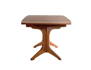 Middleburg Table in Mahogany