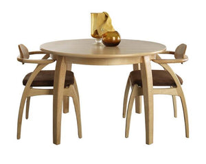 Linnaea Chairs and 4-Leg Round Dining Table in Maple
