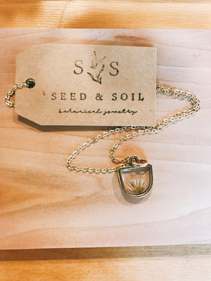 seed&soil Small Half-Circle pendant