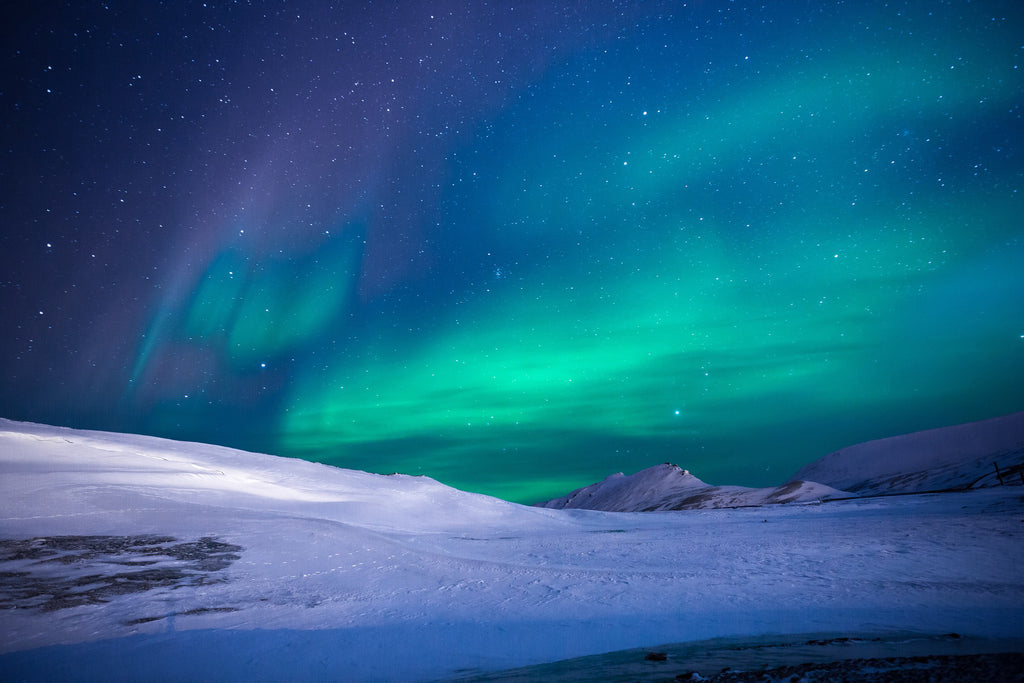Aurora northen lights ice mountain