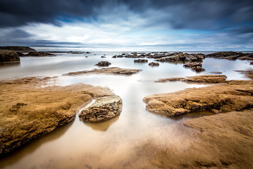 Seascape long exposure tide