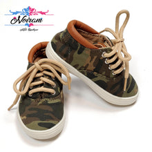 Load image into Gallery viewer, Childrens Place Camo Boys Sneakers Size 4 Used View 1