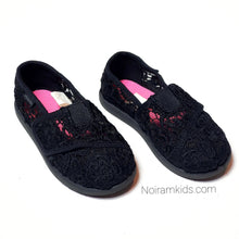 Load image into Gallery viewer, Joe Boxer Girls Lace Shoes Size 8M Used View 2