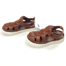 Load image into Gallery viewer, Oshkosh Boys Brown Sandals Size 7 NWT View 3