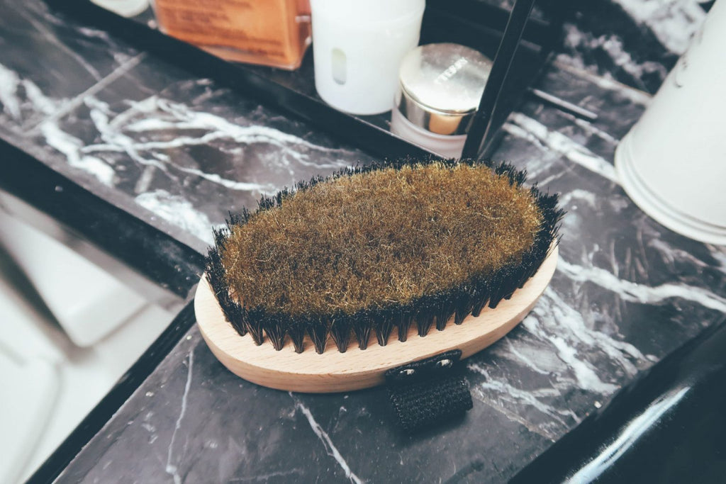 Prana Brush ionic dry brush placed on a black marble counter showing bristles