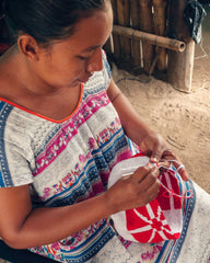 Wayuu woman weaving a Wayuu bag.