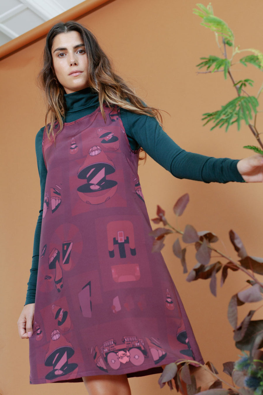 SHIFT DRESS IN TECH PRINT MAROON